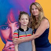 NLD/Amsterdam/20190624 - speciale voorvertoning Yesterday, Claudia Schoemacher -van Zweden met dochter Livia