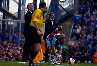 Photo: Alan Crowhurst.<br />Portsmouth v West Ham United. The Barclays Premiership. 14/10/2006. Pompey manager Harry Redknapp (C) shouts the orders.