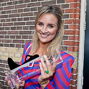 NLD/Amsterdam/20110825 - Uitreiking Jackie's Best Dressed List 2011, winnares Lieke van Lexmond en hoofdredactrice Eva Hoeke