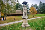 """Wygiezłów, 14-10-2017 (woj. małopolskie) Nadwiślański Park Etnograficzny. rzeżba """"Matka Boska Bolesna"""""""