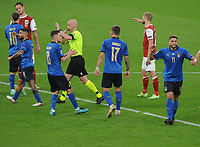 Football - UEFA European Championship 2021 - Round of 16 - Italy vs Austria - Wembley Stadium<br /> <br /> Referee, Anthony Taylor disallows Marko Amaulovic 's  goal for  Austria after waiting for the VAR decision    <br /> <br /> Credit : COLORSPORT/ANDREW COWIE
