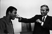 12/07/1972<br /> 07/12/1972<br /> 12 July 1972<br /> Muhammad Ali meets Taoiseach Jack Lynch at Leinster House, Dublin.