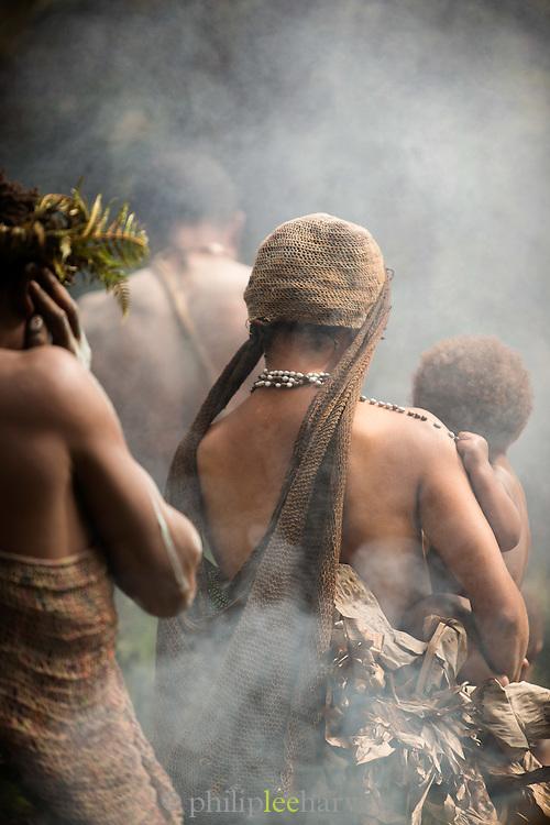 Kusumba Tribe funeral ritual demonstration, Kogie, Rondon Ridge, Mount Hagen, Western Highlands Province, Papua New Guinea