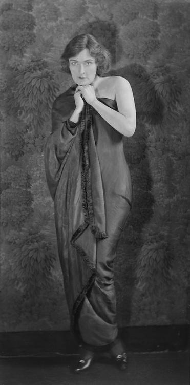 Sybil Thorndike, actress,1922