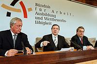 09 JAN 2000, BERLIN/GERMANY:<br /> Dieter Schulte, Vorsitzender Deutscher Gewerkschaftsbund, DGB, Gerhard Schröder, SPD, Bundeskanzler, und Dieter Hundt, Präsident Bundesvereinigung der Deutschen Arbeitgeberverbände, BDA, während der Pressekonferenz zum 5. Spitzengespräch Bündnis für Arbeit; Bundeskanzleramt<br /> IMAGE: 20000109-01/02-29<br /> KEYWORDS: Gerhard Schroeder, Buendnis