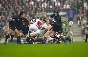 Twickenham. Surrey. UK England vs New Zealand, Autumn Internationals.<br /> Matt DAWSON, Passing the ball from the scrum. <br /> 09/11/2002<br /> International Rugby England vs New Zealand