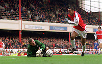 Thierry Henry beats Leicester City goalkeeper Tim Flowers to score his 3rd and Arsenals 5th goal. Arsenal 6:1 Leicester City, FA Carling Premiership, 26/12/2000. Credit Colorsport / Andrew Cowie.