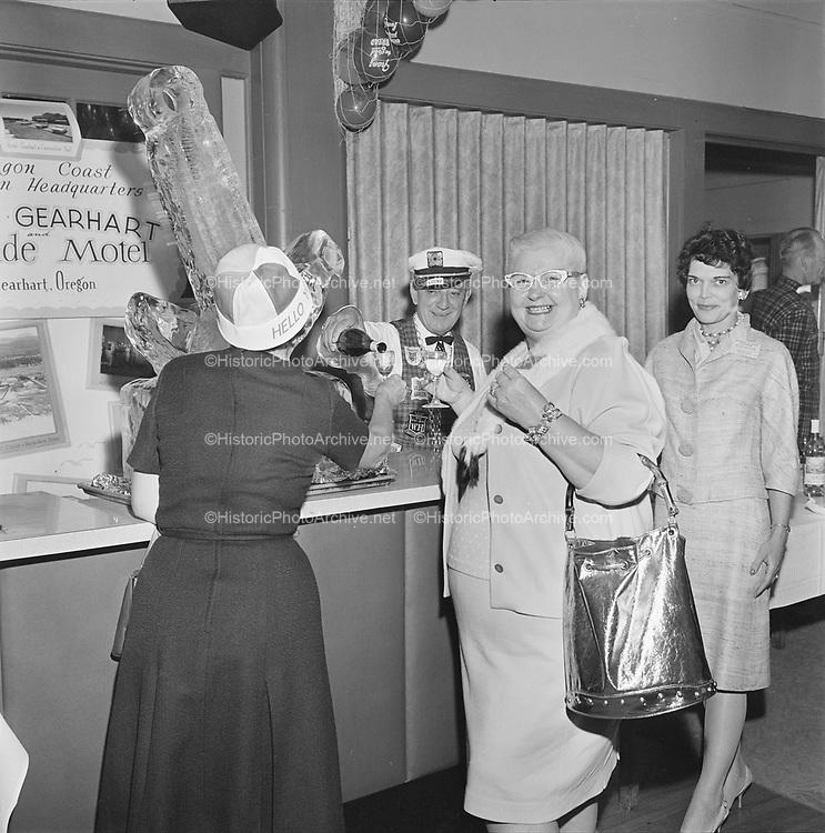Y-620916-01-05. Oregon Restaurant Association first annual convention, Hotel Gearhart, Surfside Motel. September 16/17/18, 1962