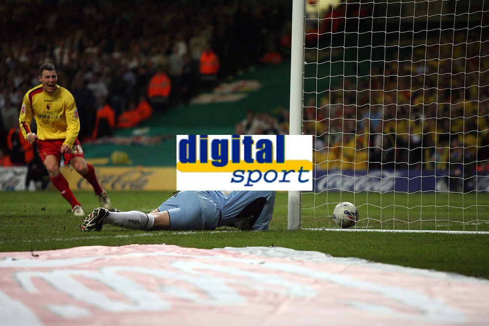 Photo: Rich Eaton.<br /> <br /> Leeds United v Watford. Coca Cola Championship. Play off Final. 21/05/2006.<br /> <br /> Leeds goalkeeper Neril Sullivan watches the ball creep into his net after failing to stop a James Chamber shot, as Darius Henderson (29) starts to celebrate