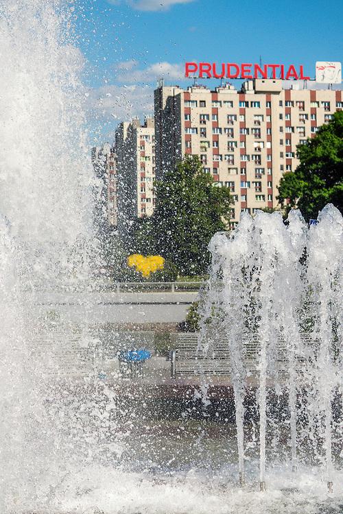 Centrum miasta, widok w kierunku Al.  Roździeńskiego w Katowicach, Polska<br /> The city centre, the view towards the Ave. of Roździeński in Katowice, Poland