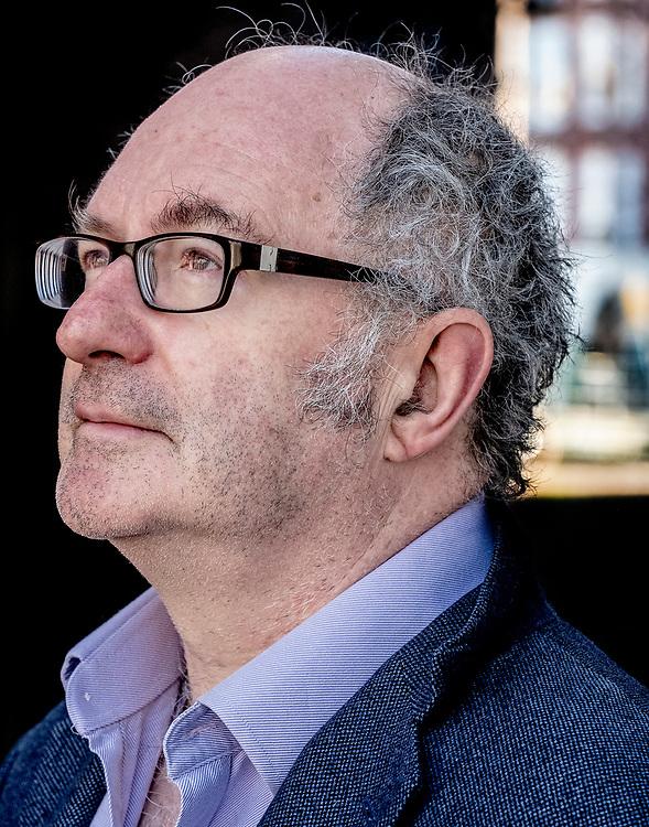 Nederland. Amsterdam, 27-02-2019. Foto: Patrick Post. Portret van schrijver John Lanchester.