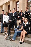 01 JUN 2007, BERLIN/GERMANY:<br /> Frank-Walter Steinmeier, SPD, Bundesaussenminister, trifft das Junior8-Team, acht Schuelerinnen und Schueler, die am Junior8-Gipfel, paralell zum G8-Gipfel teilnehmen, Auswaertiges AMt<br /> IMAGE: 20070601-01-002<br /> KEYWORDS: Jugendliche, Jugend, Schülerinnen, Schüler