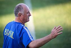 O técnico Luiz Felipe Scolari durante o treino de Brasil antes da partida contra o Colombia, válida pelas quartas de final da Copa do Mundo 2014, no Estádio Presidente Vargas, em Fortaleza-CE. FOTO: Jefferson Bernardes/ Agência Preview