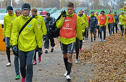 09.11.2010, Platz 5, Bremen, GER, Training Werder Bremen, im Bild   der Gang nach dem Training in die Kabine   u.a. Wesley (Bremen #5)  Sebastian Prödl / Proedl ( Werder #15) EXPA Pictures © 2010, PhotoCredit: EXPA/ nph/  Kokenge+++++ ATTENTION - OUT OF GER +++++