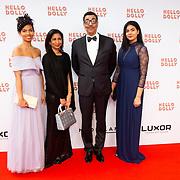 NLD/Rotterdam/20200308 - Premiere Hello Dolly, Jorgen Raymann met partner Sheila en dochters Jahlisa Raymann en Melody Raymann