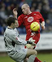 Fotball<br /> England 2004/2005<br /> Foto: SBI/Digitalsport<br /> NORWAY ONLY<br /> <br /> Coca-Cola League 1<br /> 03/01/2005.<br /> <br /> Huddersfield v Bristol City<br /> <br /> Bristol's Steve Brooker challenges Huddersfield Keeper Paul Rachubka