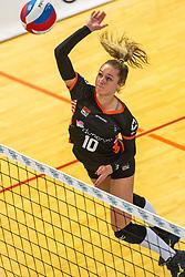 02-02-2019 NED: Regio Zwolle Volleybal - Sliedrecht Sport, Zwolle<br /> Round 16 of Eredivisie volleyball - Sliedrecht win the match 3-2 / Manon Zeeboer #10 of Zwolle