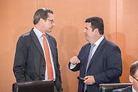 29 AUG 2018, BERLIN/GERMANY:<br /> Andreas Scheuer (L), CDU, Bundesverkehrsminister, und Hubertus Heil (R), SPD, Bundesarbeitsminister, im Gespraech, vor Beginn der Kabinettsitzung, Bundeskanzleramt<br /> IMAGE: 20180829-01-027<br /> KEYWORDS: Kabinett, Sitzung, Gespräch