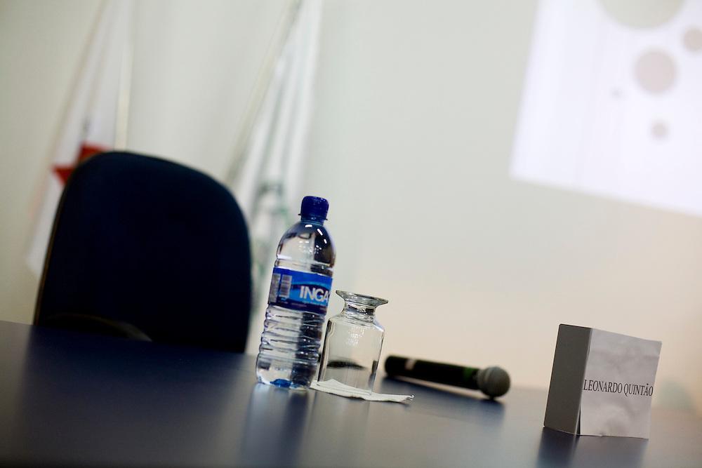 Campanha Márcio Lacerda..Cadeira vazia do candidato Leonardo Quintão (PMDB), que não compareceu em debate promovido pela faculdade de Ciências Médicas. ..Fotos: Leo Drumond / NITRO