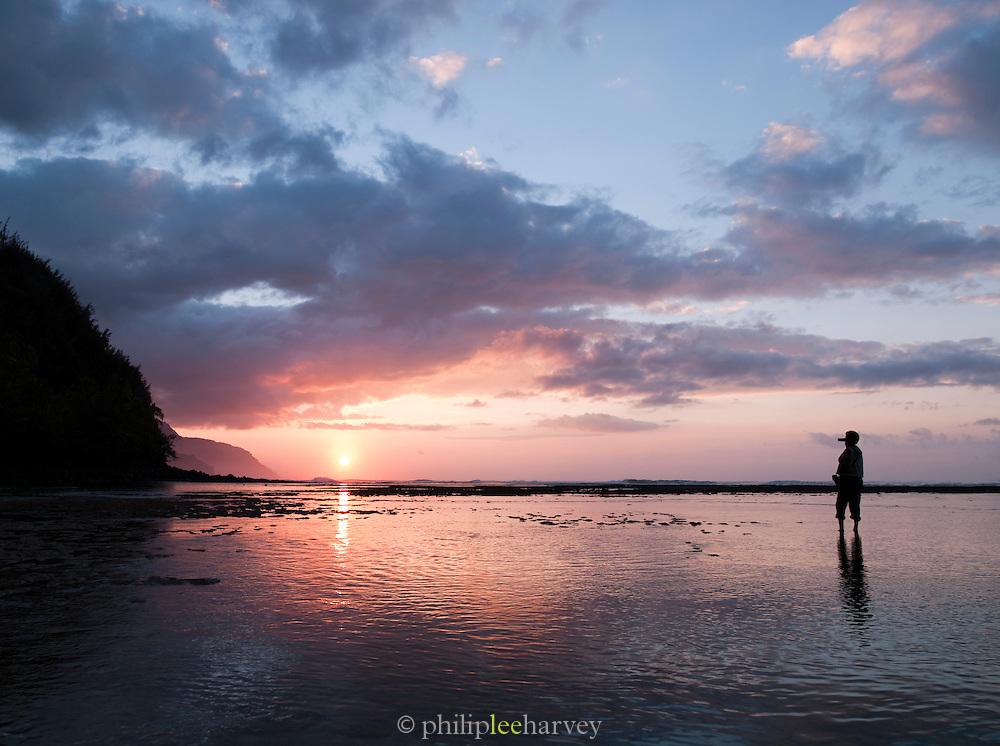 Man filming the sunset at Ke'e Beach, Ha'ena State Park, O'Ahu, Hawai'i