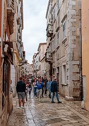 THEMENBILD - Touristen in der Einkaufsstrasse in der Altstadt, aufgenommen am 25. Juni 2018 in Porec, Kroatien // Tourists in the shopping street in the old town, Porec, Croatia on 2018/06/25. EXPA Pictures © 2018, PhotoCredit: EXPA/ JFK