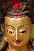 Nepal. Vallee de Katmandou. Stupa de Swayambunath. Statue de Bouddha. // Nepal. Kathmandu valley. Swayambunath stupa. Boudha statue.