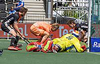 AMSTELVEEN - keeper Pirmin Blaak (Ned) met Justen Blok (Ned)  EK hockey, finale Nederland-Duitsland 2-2. mannen.  Nederland wint de shoot outs en is Europees Kampioen.  COPYRIGHT KOEN SUYK