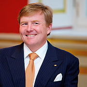 Koning Willem-Alexander en Koningin Maxima hebben een diner met premier Stephan Weil van Neder-Saksen en premier Hannelore Kraft van de deelstaat Noordrijn-Westfalen tijdens hun werkbezoek aan Duitsland in Schloss Wilkinghege in Münster, Duitsland<br /> <br /> <br /> King Willem-Alexander and Queen Maxima of The Netherlands have a dinner with Prime Minister Stephan Weil of Lower Saxony and Prime Minister Hannelore Kraft of North Rhine-Westphalia during their work visit to Germany in Schloss Wilkinghege in Munster, Germany