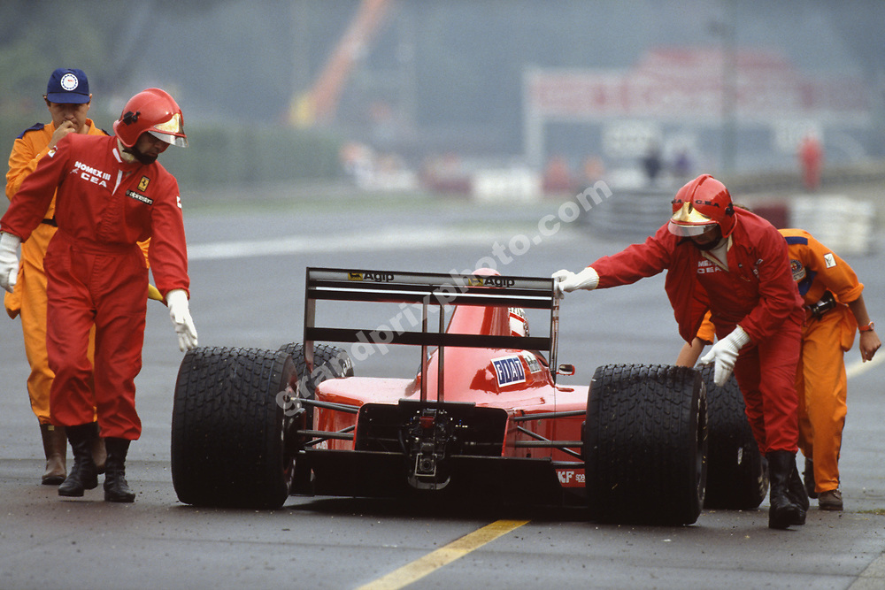 Marshals push Nigel Mansell (Ferrari) back to the pits during wet practice for the 1989 Italian Grand Prix in Monza. Photo: Grand Prix Photo