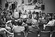 Nederland, Nijmegen, 10-10-1983Politiek Cafe Marge in cultureel centrum O42 in Nijmegen. Achter de tafel in het midden Jos van der Lans.Foto: Flip Franssen/ Hollandse Hoogte