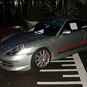NLD/Rotterdam/20051214 - Benefietgala tbv Cliniclowns, veiling object, race Porsche GT3 van Christijan Albers