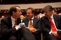 15 JUL 2004, BERLIN/GERMANY:<br /> Franz Muentefering, SPD Parteivorsitzender, Frank Bsirske, ver.di Vorsitzender, und Klaus Woereit, SPD, Reg. Buergermeister Berlin, (v.L.n.R.), im Gespraech, waehrend einem Festakt zum 100. Geburtstag von Karl Richter, langjähriges aktives Mitglied von Partei und Gewerkschaft, Rathaus Reinickendorf<br /> IMAGE: 20040715-01-025<br /> KEYWORDS: Franz Müntefering, Feier, gespräch