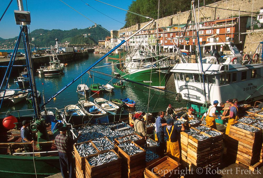 SPAIN, NORTHT, BASQUE San Sebastian, the fishing port