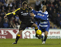Fotball<br /> England 2004<br /> 13.11.2004<br /> Foto: SBI/Digitalsport<br /> NORWAY ONLY<br /> <br /> Reading v Cardiff City<br /> <br /> Coca-Cola Championship<br /> <br /> Willie Boland L challenges for the ball with James Harper