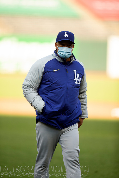 Los Angeles Dodgers manager Dave Roberts (30) makes a pitching change during the fourth inning of a baseball game on Thursday, Aug. 27, 2020 in San Francisco, Calif. (D. Ross Cameron/SF Chronicle)