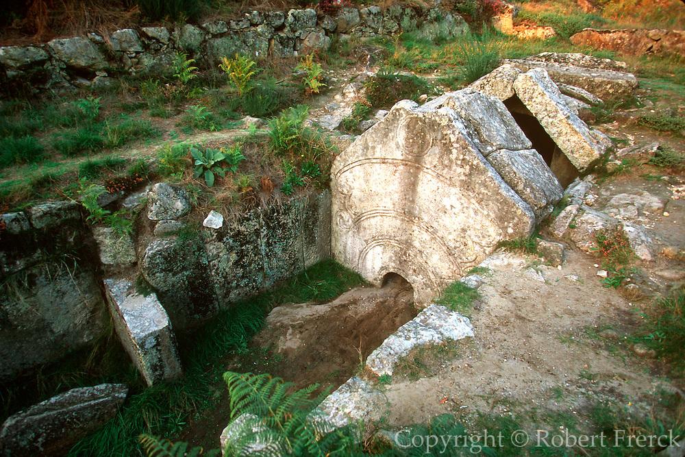 PORTUGAL, NORTH, MINHO Citania de Briteiros, Celtic tomb