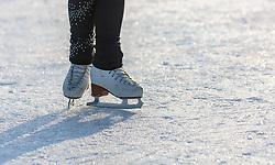 THEMENBILD - die Details der Eiskunstlaufschuhe während eines Trainings am zugefrorenen See, aufgenommen am 01. März 2018, Ort, Österreich // the details of figure skating shoes during a frozen lake workout am zugefrorenen See on 2018/03/01, Saalfelden, Austria. EXPA Pictures © 2018, PhotoCredit: EXPA/ Stefanie Oberhauser
