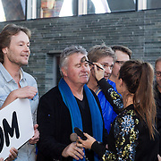 NLD/Hilversum/20131130 - Start Radio 2000, Guus Hiddink word opgemaakt door Celly cabau van Kasbergen