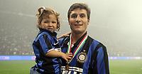 Fotball<br /> Italia<br /> Foto: Inside/Digitalsport<br /> NORWAY ONLY<br /> <br /> 18.05.2008<br /> Inter feirer seriegullet i Italia - det sekstende i klubbens historie.<br /> <br /> Javier Zanetti