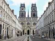 Frankrijk, Orleans, 1-9-2013Stadsbeeld van het centrum van de stad, stadscentrum. Kathedraal. Jeanne d arc. Tram.Foto: Flip Franssen/Hollandse Hoogte