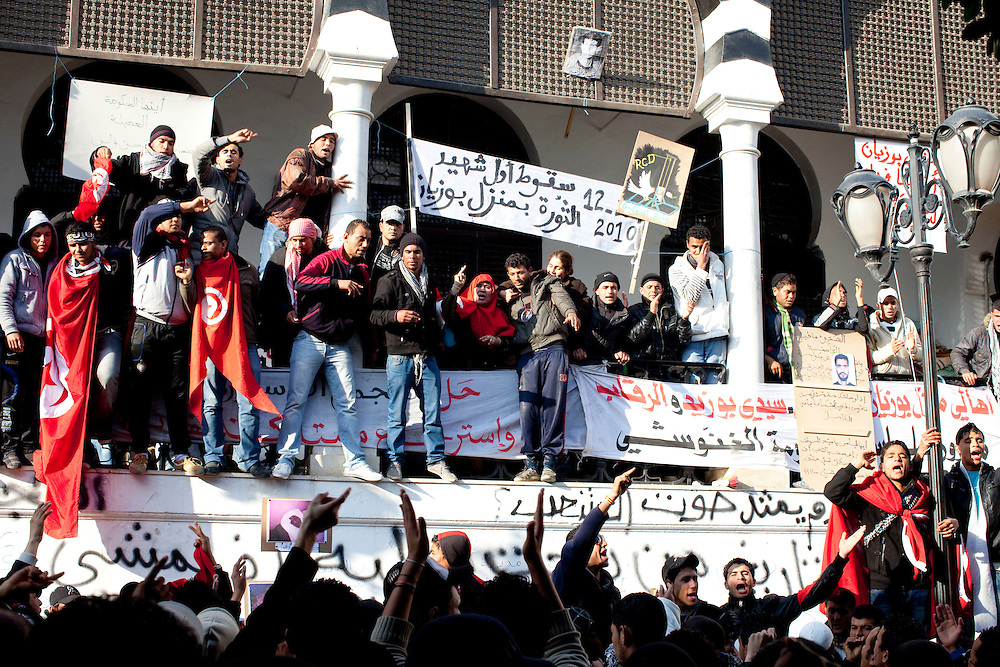 Tunis, Tunisia. January 26th 2011.Protesters outside the prime minister's office (Mohammed Ghannouchi), located on the Kasbah square. They demand the removal of members of the ousted president's regime (Zine El Abidine Ben Ali) still in the government......