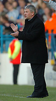 Fotball<br /> Foto: SBI/Digitalsport<br /> NORWAY ONLY<br /> <br /> Sheffield Wednesday v Brentford <br /> Coca Cola league one play off semi final, first round. 12/05/2005. <br /> <br /> Wednesday manager Paul Sturrock claps his players.