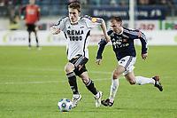 Fotball , 18. oktober 2009 , tippeligaen , Viking Stadion ,   Viking v Rosenborg , Trond Olsen (l) , Rosenborg , Jone Samuelsen (r) , Viking ,   Foto: Tommy Ellingsen