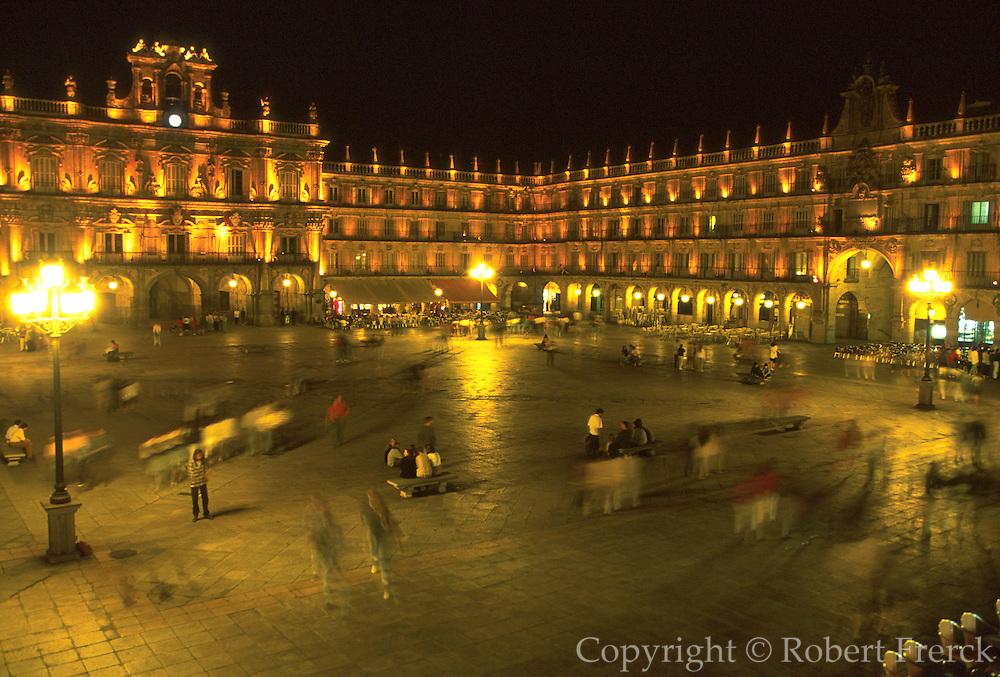 SPAIN, CASTILE, SALAMANCA Plaza Mayor; social life and cafes