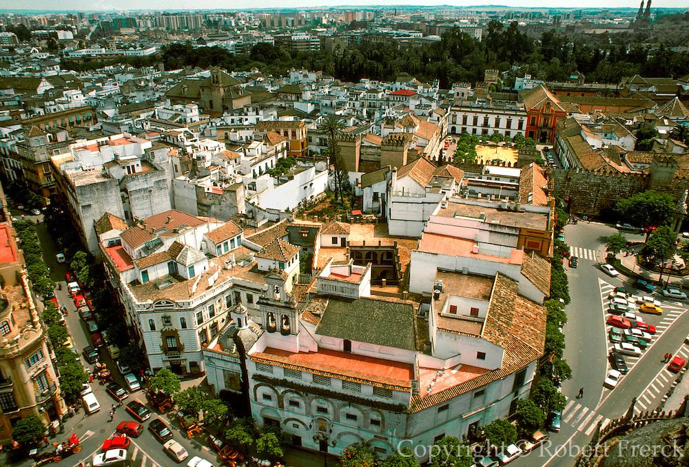 SPAIN, ANDALUSIA, SEVILLE Barrio Santa Cruz; the ancient (Moorish) area of the city;