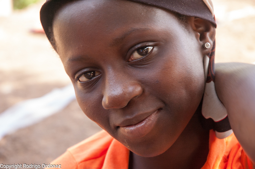 Maimouna, 11, poses for a photograph in Man, western Côte d'Ivoire, the morning before being reunited with her family. <br /> Maimouna had been separated from her family for three months, since the moment armed conflict broke out in her hometown, Duékoué, and she had to flee to Man. Save the Children facilitated the reunion with her parents and her return home.
