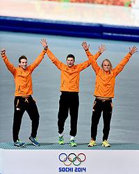 22-02-2014 SCHAATSEN: OLYMPIC GAMES: SOTSJI<br /> Team Pursuit mannen en vrouwen / Jan Blokhuijsen, Koen Verweij en Sven Kramer pakken het goud op de ploegen achtervolging. <br /> ©2014-FotoHoogendoorn.nl