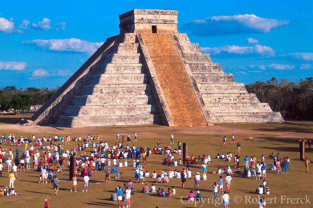 MEXICO, MAYAN, CHICHEN ITZA El Castillo with serpant shadow at equinox