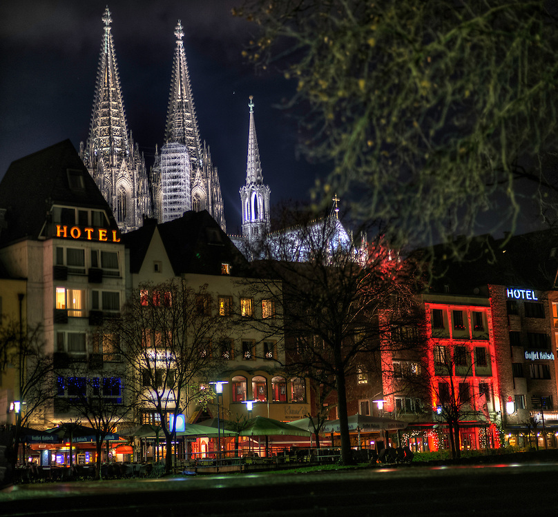 The Kölner Dom at night