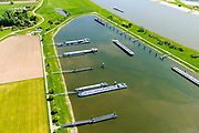 Nederland, Gelderland, Tiel, 13-05-2019; Overnachtingshaven IJzendoorn, haven voor de binnenvaart. Aangelegd in  oud zandgat door Rijkswaterstaat.<br /> Overnight port IJzendoorn, port for inland shipping.<br /> luchtfoto (toeslag op standard tarieven);<br /> aerial photo (additional fee required);<br /> copyright foto/photo Siebe Swart